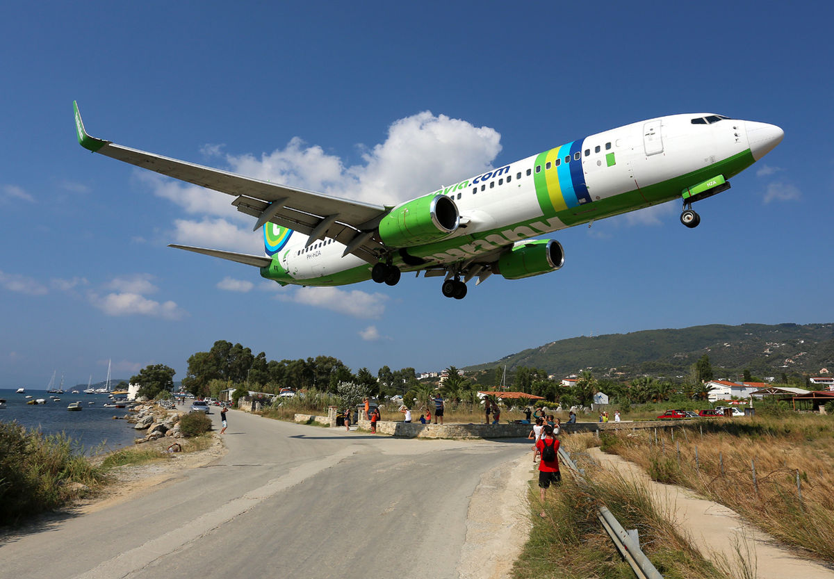 Transavia_Airlines_Boeing_737-800_being_welcomed_at_Skiathos_by_planespotters