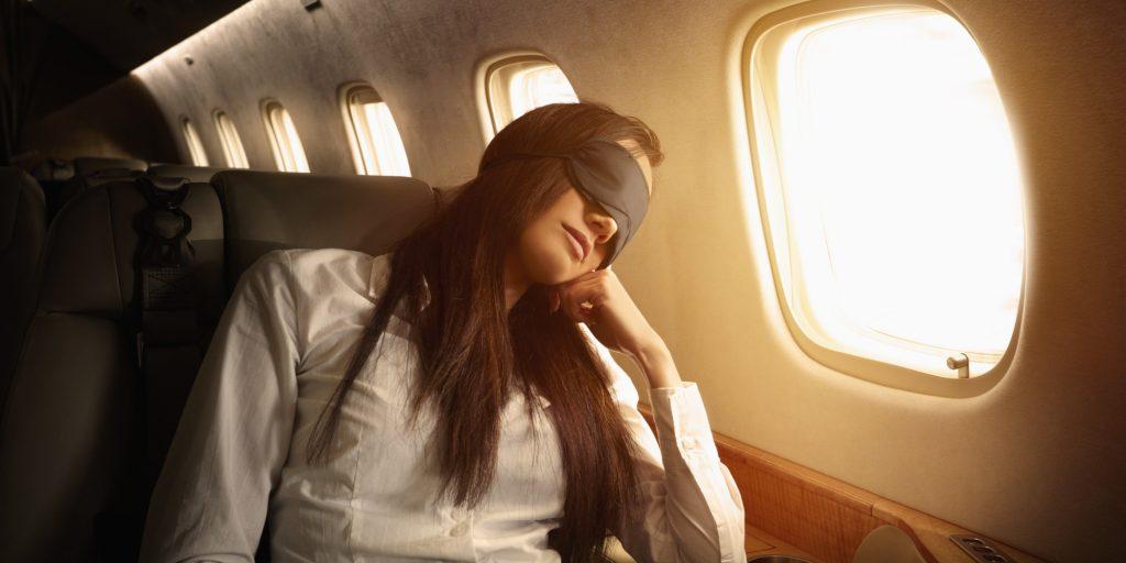 Uçakta-uyumanın-püf-noktaları