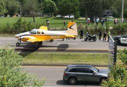 ABD'de Arızalanan Uçak Otoyola İniş Yaptı