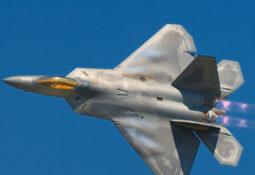 ABD'de F-22 Raptor Düştü Pilot Hayatta