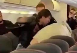 Uçakta 'Sosyal Mesafe' Kavgası Kamera'da