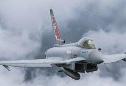 ingiliz savaş uçakları devriyede