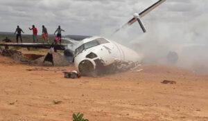 Kargo Uçağı Bariyere Çarptı