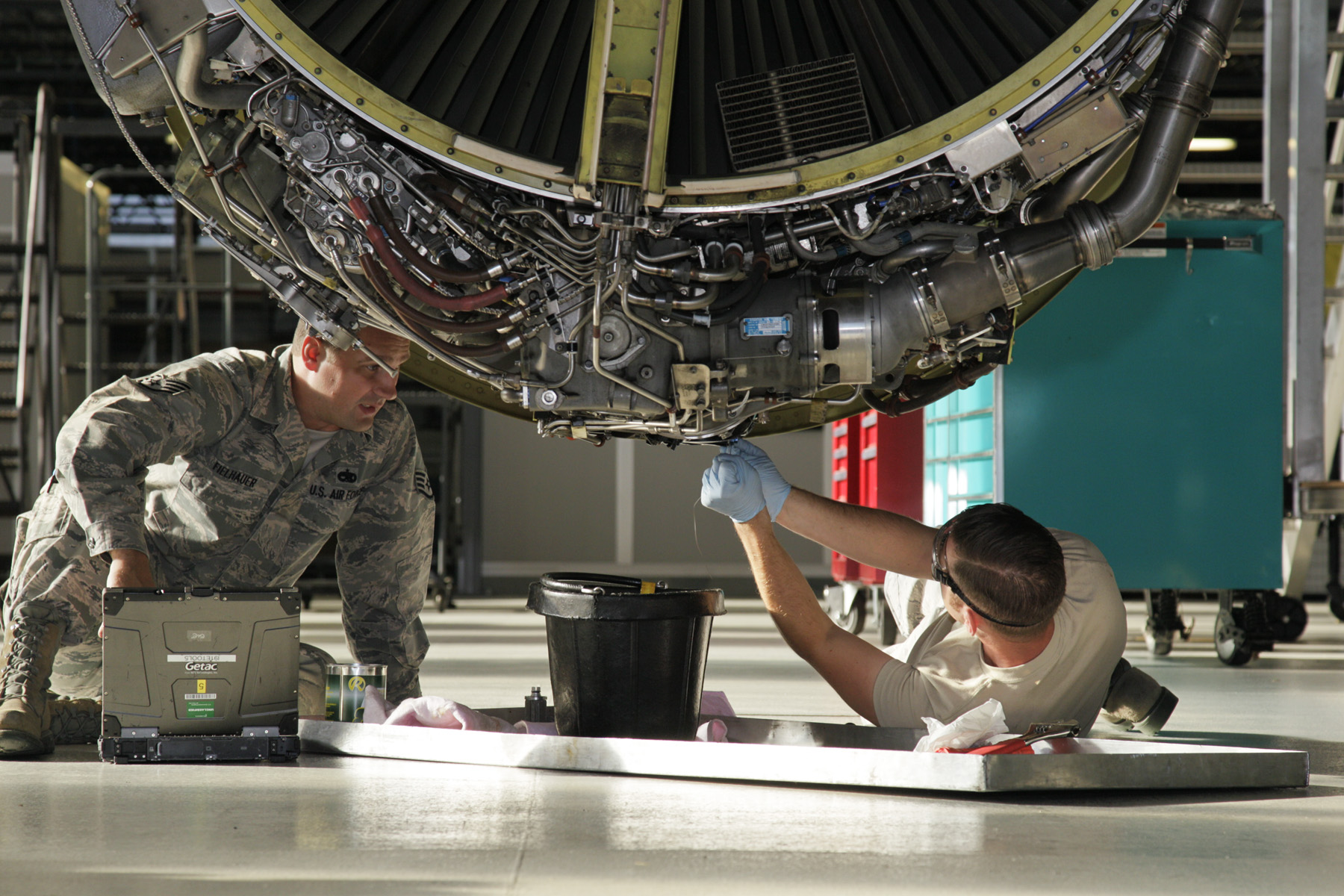 uçak-motor-teknisyeni-19